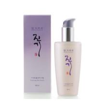 Восстанавливающая сыворотка для волос с протеинами шелка Daeng Gi Meo Ri Vitalizing Hair Serum , 140 мл